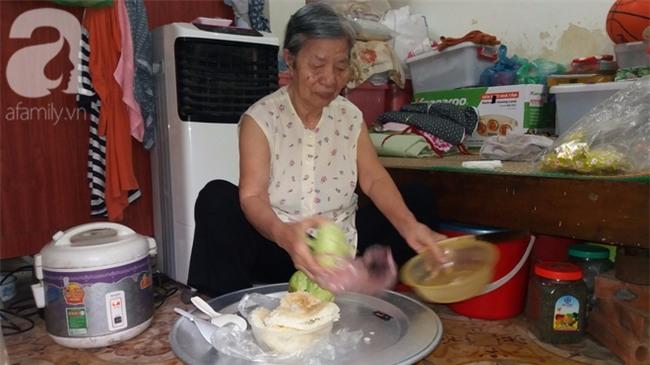 Hà Nội: Giữa thủ đô có một cụ bà 84 tuổi nuôi 2 con tâm thần bằng đồng lương hưu - Ảnh 4.
