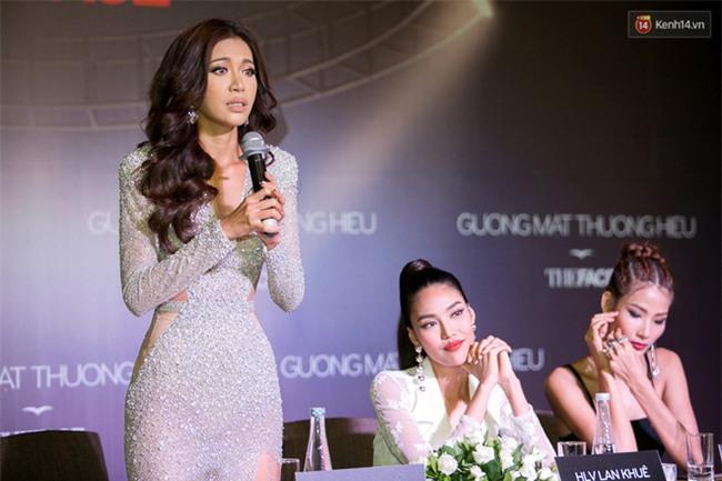 The Face 2017: HLV Thái Lan đến sớm, chờ gần 2 tiếng thì 3 HLV Việt Nam mới đến và bắt đầu họp báo - Ảnh 18.