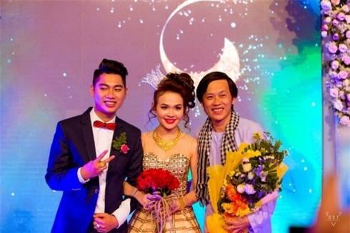 Bên cạnh đó, những ngôi sao Việt Nam được mời đến biểu diễn trong đám cưới này gồm danh hài Hoài Linh,... - Tin sao Viet - Tin tuc sao Viet - Scandal sao Viet - Tin tuc cua Sao - Tin cua Sao