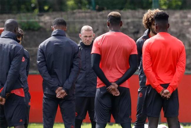 Xe cầu thủ Man Utd bị kiểm tra sau vụ nổ bom ở Manchester - Ảnh 6.