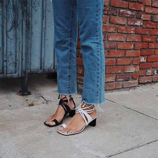 Thật khó tin nhưng năm nay, phải đi giày cọc cạch mới đúng mốt! - Ảnh 2.