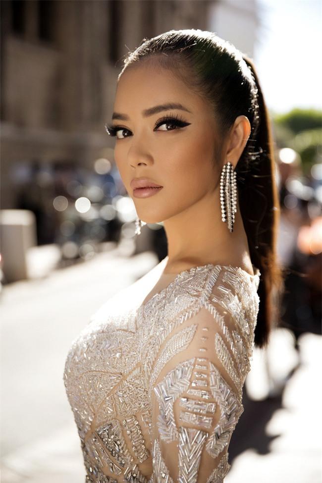 Diện thiết kế Việt, Lý Nhã Kỳ xuất sắc hóa Nữ hoàng Cleopatra trên thảm đỏ LHP Cannes ngày 4 - Ảnh 3.