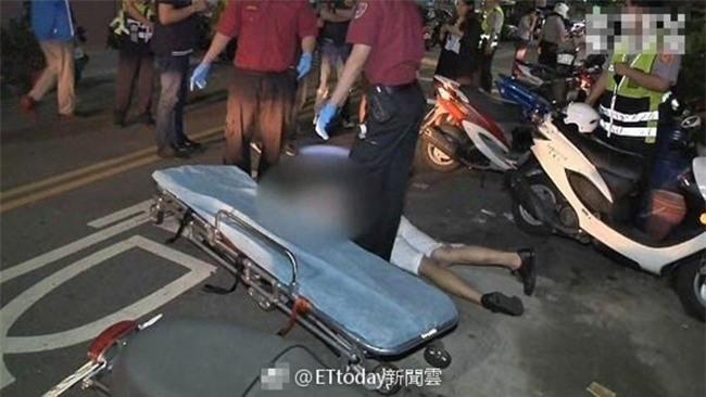 Trúng 3 nhát dao sau cuộc đụng độ, chàng trai 15 tuổi vẫn điềm tĩnh nằm sấp mặt trên đường lướt web - Ảnh 3.