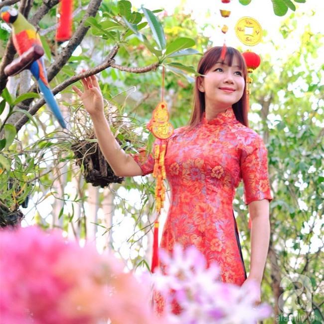 Khu vườn trên sân thượng rộng tới 200m² bạt ngàn rau quả sạch của nữ doanh nhân Sài Thành - Ảnh 1.