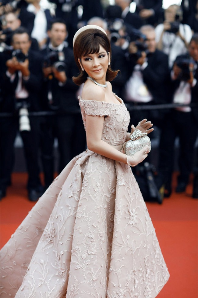 "cannes 2017 ngay cuoi: thanh giay cao got ly nha ky ""quay"" dieu nghe tren tham do - 9"