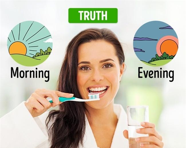Những quan niệm thực sự sai lầm về sức khỏe răng miệng bạn cần thay đổi nếu không muốn hỏng hết răng - Ảnh 6.