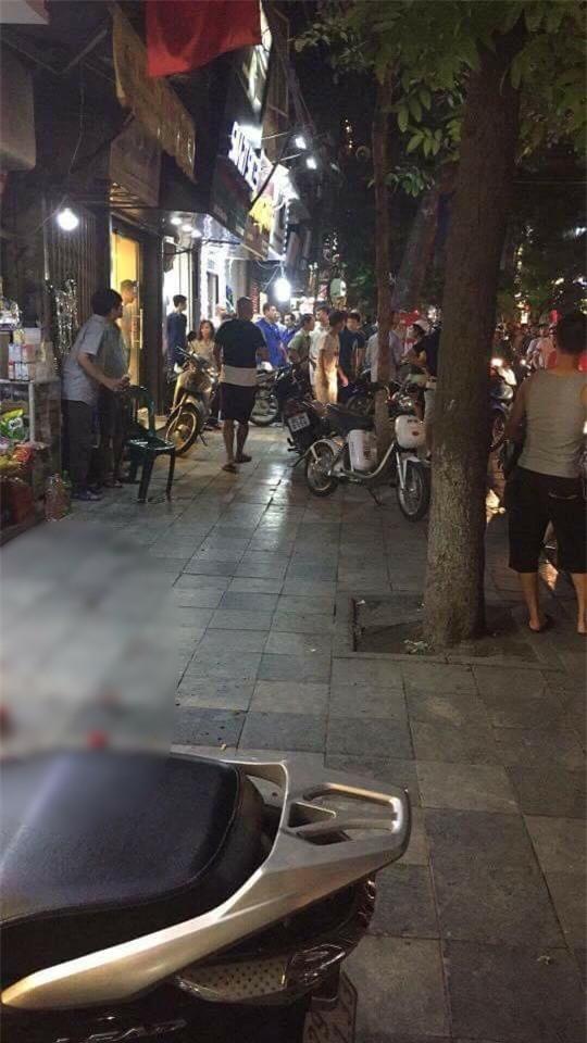 Cô gái bị chồng truy sát ở shop quần áo trên phố cổ Hà Nội đã tử vong - Ảnh 1.