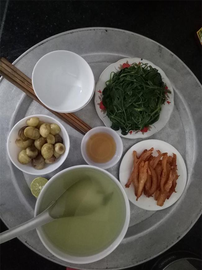 Sống ở Hà Nội, cặp vợ chồng trẻ mách nước chỉ tốn 15k/bữa cơm - Ảnh 1.