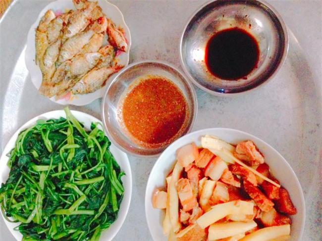 Sống ở Hà Nội, cặp vợ chồng trẻ mách nước chỉ tốn 15k/bữa cơm - Ảnh 4.
