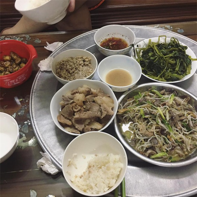 Sống ở Hà Nội, cặp vợ chồng trẻ mách nước chỉ tốn 15k/bữa cơm - Ảnh 5.