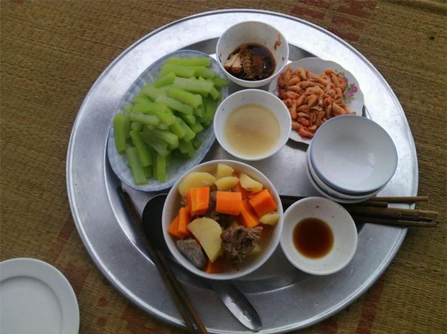 Sống ở Hà Nội, cặp vợ chồng trẻ mách nước chỉ tốn 15k/bữa cơm - Ảnh 6.