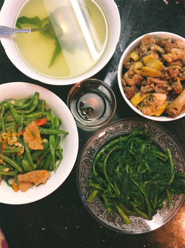 Sống ở Hà Nội, cặp vợ chồng trẻ mách nước chỉ tốn 15k/bữa cơm - Ảnh 7.