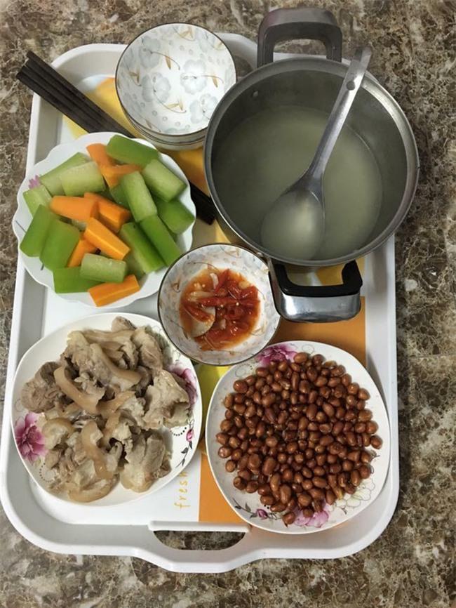 Sống ở Hà Nội, cặp vợ chồng trẻ mách nước chỉ tốn 15k/bữa cơm - Ảnh 9.