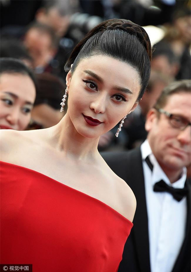 Phạm Băng Băng khiến fan hết hồn vì thời trang xuống dốc không phanh tại Cannes 2017 - Ảnh 3.