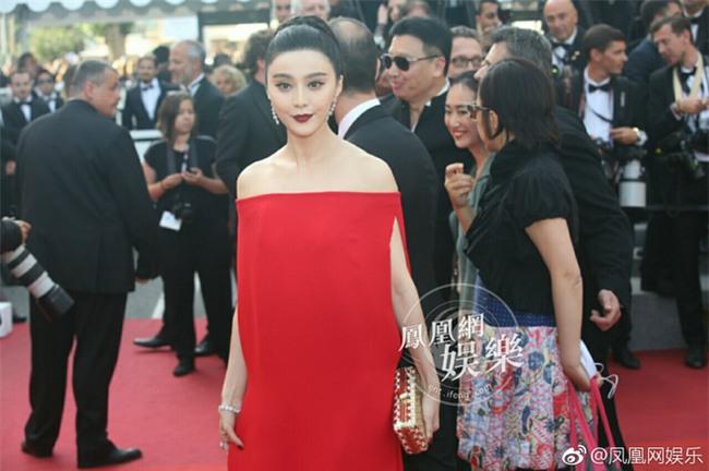 Phạm Băng Băng khiến fan hết hồn vì thời trang xuống dốc không phanh tại Cannes 2017 - Ảnh 4.