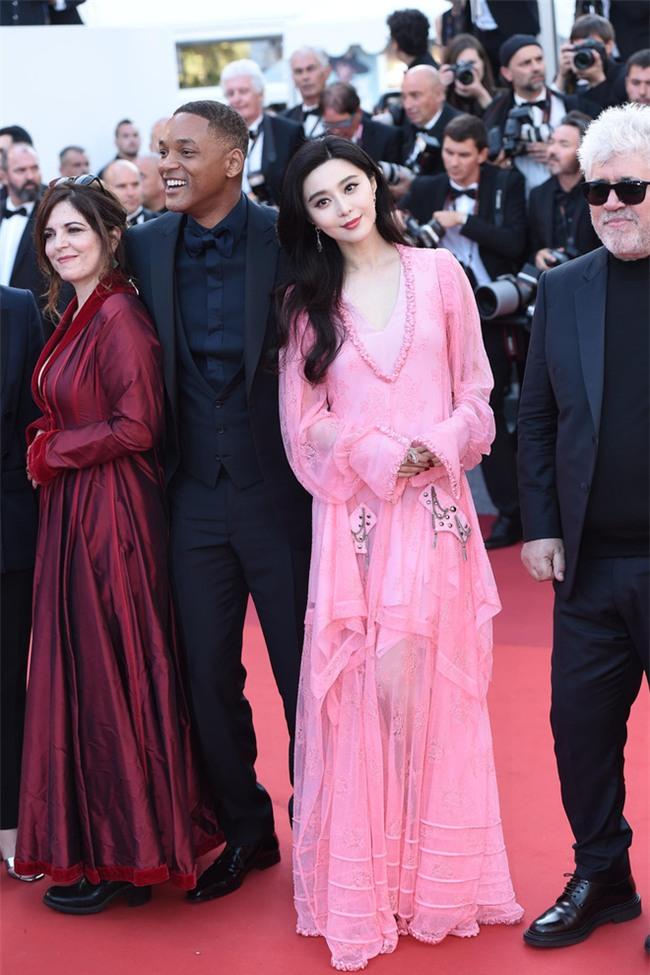 Phạm Băng Băng khiến fan hết hồn vì thời trang xuống dốc không phanh tại Cannes 2017 - Ảnh 5.