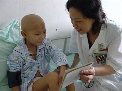 """Cô bé 8 tuổi mắc bệnh ung thư và câu nói khiến người khác đau lòng: """"Con đã từng đến và con rất ngoan"""" - Ảnh 14."""