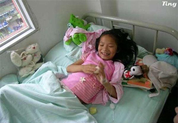 """Cô bé 8 tuổi mắc bệnh ung thư và câu nói khiến người khác đau lòng: """"Con đã từng đến và con rất ngoan"""" - Ảnh 5."""