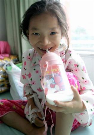 """Cô bé 8 tuổi mắc bệnh ung thư và câu nói khiến người khác đau lòng: """"Con đã từng đến và con rất ngoan"""" - Ảnh 8."""