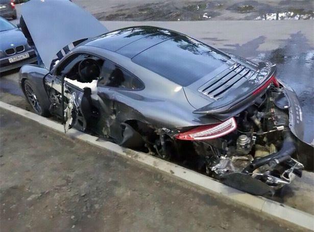 Chạy thử xe cho khách, nhân viên sửa chữa phá hủy luôn siêu xe hơn 5 tỉ đồng - Ảnh 2.