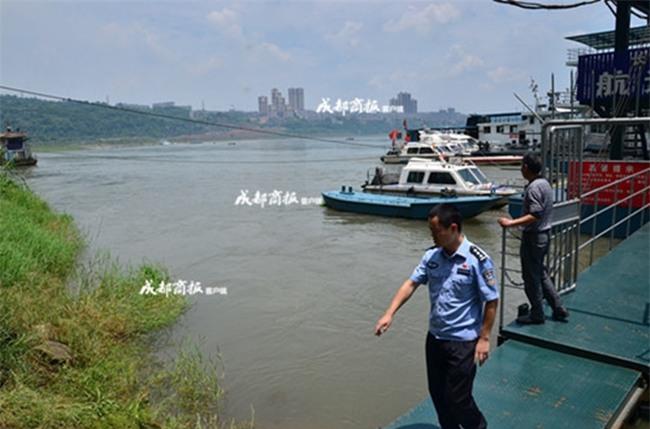 Rơi xuống sông vì cứu người chết đuối, cô gái không biết bơi thoát chết thần kỳ nhờ thân hình béo phì - Ảnh 1.