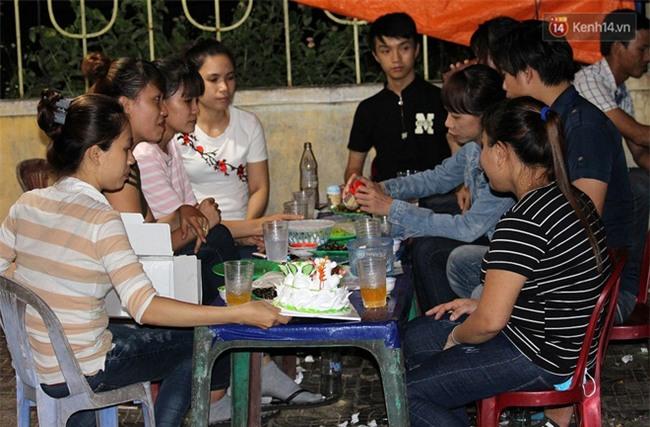 """""""Hạnh phúc không lời"""" nơi quán ăn vặt dễ thương của đôi vợ chồng trẻ bị câm điếc ở Đà Nẵng - Ảnh 10."""