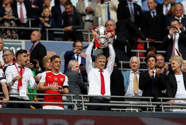 Wenger và Arsenal đi vào lịch sử FA Cup - Ảnh 2.