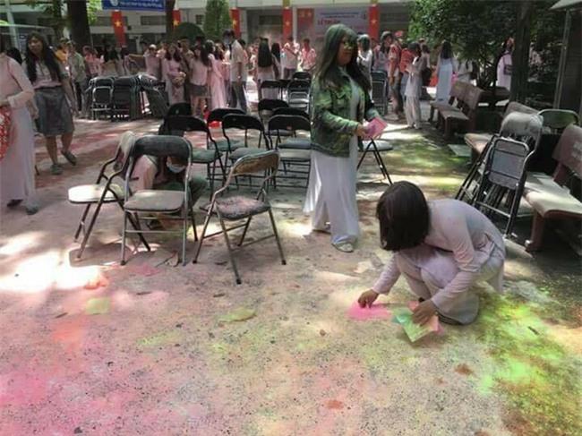Nhóm học sinh ném bom sơn, bột màu vào trường: Câu trả lời bất ngờ từ nhà trường - Ảnh 2.