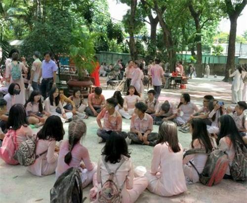 Nhóm học sinh ném bom sơn, bột màu vào trường: Câu trả lời bất ngờ từ nhà trường - Ảnh 3.