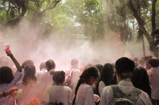 Nhóm học sinh ném bom sơn, bột màu vào trường: Câu trả lời bất ngờ từ nhà trường - Ảnh 6.