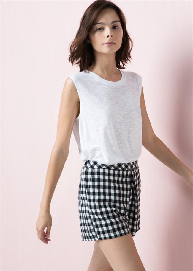 Đâu cần diện váy, cứ mặc quần short cách điệu là bạn đã nữ tính hết nấc - Ảnh 3.