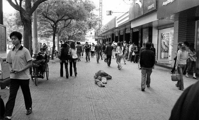 Người đàn ông đánh vợ dã man giữa phố: Sự việc đáng sợ đằng sau - Ảnh 4.
