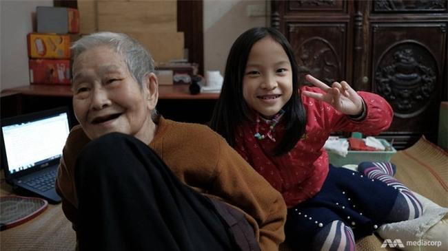 Ở tuổi 97, cụ bà này được phong là cụ bà sành sỏi Internet nhất Việt Nam - Ảnh 3.