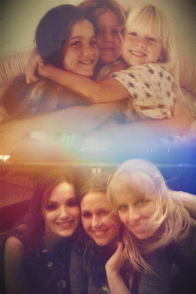 Từ khi còn là ba cô bé, cho tới khi trở thành những thiếu nữ xinh đẹp.
