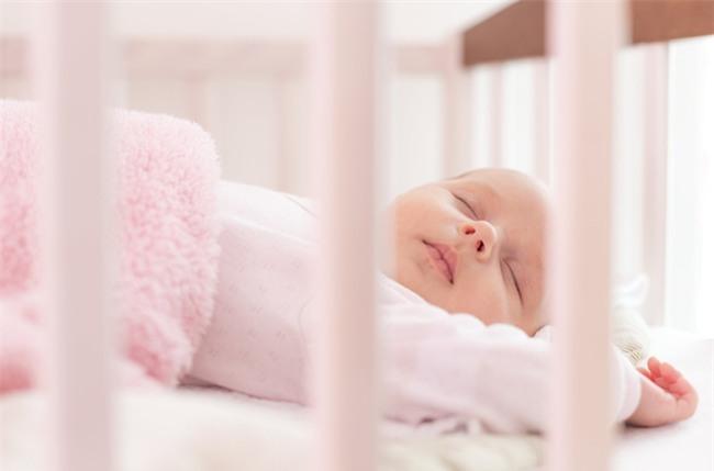 Nếu đủ kiên nhẫn, bố mẹ hãy rèn con tự ngủ theo cách này - Ảnh 4.