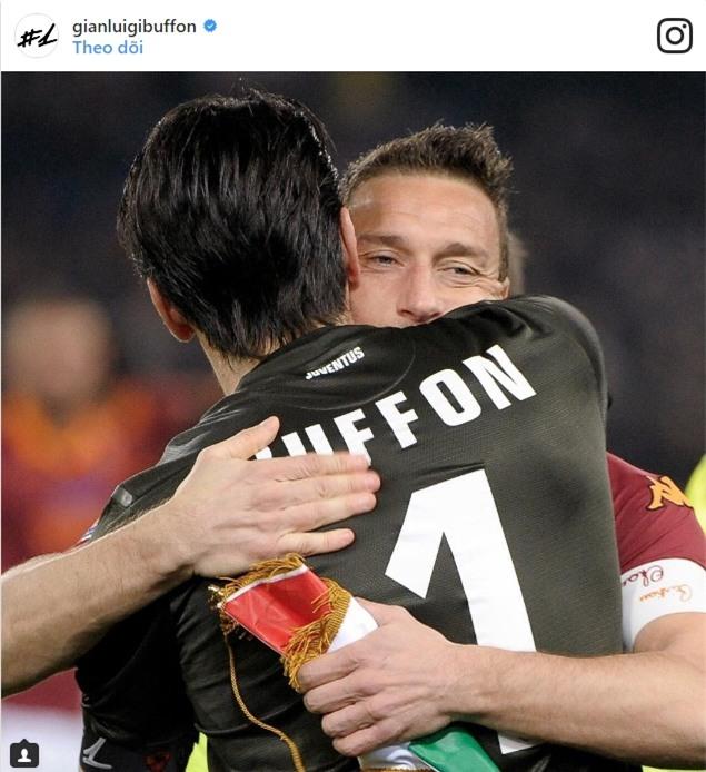 Hoàng tử Francesco Totti khóc nức nở trên vai vợ trong ngày chia tay AS Roma - Ảnh 12.