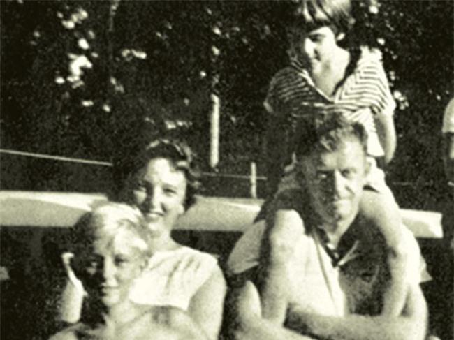 Năm 1961, bé gái này được phát hiện trôi dạt trên biển: 50 năm sau, cô đã tiết lộ một sự thật khủng khiếp đằng sau... - Ảnh 1.