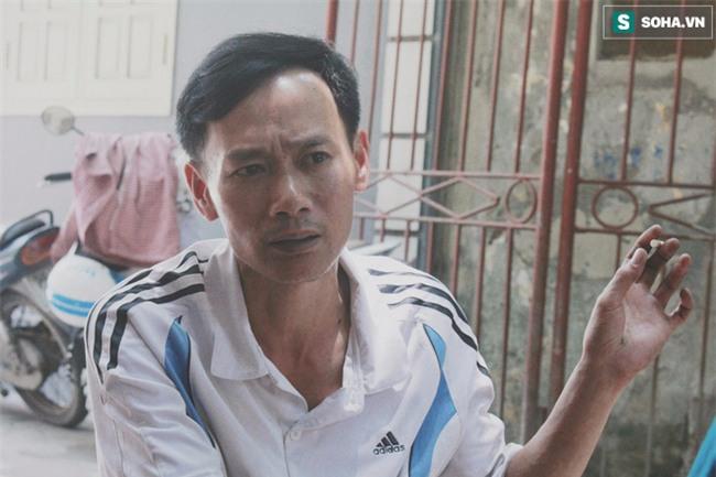 Đứa trẻ ngủ lề đường cùng bố mẹ mưu sinh mỗi ngày gây xôn xao mạng xã hội Việt - Ảnh 2.