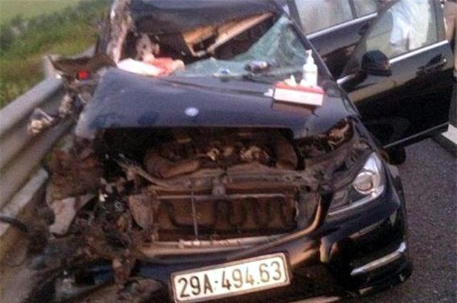 Cả 4 người ngồi trên chiếc xe này đã tử vong