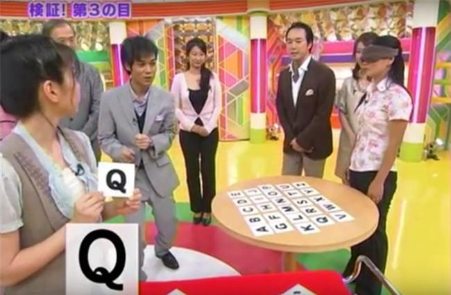 """Nữ """"siêu nhân"""" Việt Nam với khả năng nhìn bằng """"con mắt thứ 3"""" khiến đài truyền hình NHK Nhật Bản thán phục - Ảnh 1."""