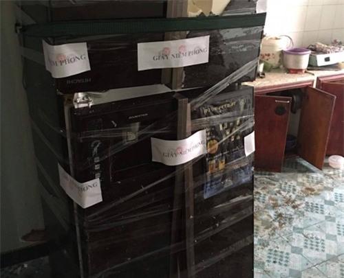 TP.HCM: Tủ lạnh bất ngờ phát nổ, hất văng 2 vợ chồng - Ảnh 1.