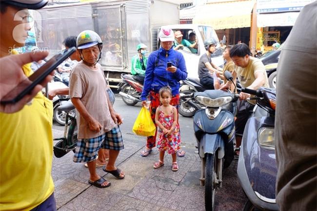 """Tết Đoan Ngọ, tiệm vịt quay Sài Gòn bán hơn 2.000 con/ ngày, thu tiền """"khủng"""" - Ảnh 7."""