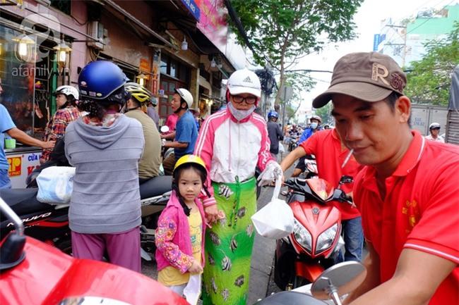 """Tết Đoan Ngọ, tiệm vịt quay Sài Gòn bán hơn 2.000 con/ ngày, thu tiền """"khủng"""" - Ảnh 14."""