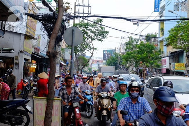 """Tết Đoan Ngọ, tiệm vịt quay Sài Gòn bán hơn 2.000 con/ ngày, thu tiền """"khủng"""" - Ảnh 15."""