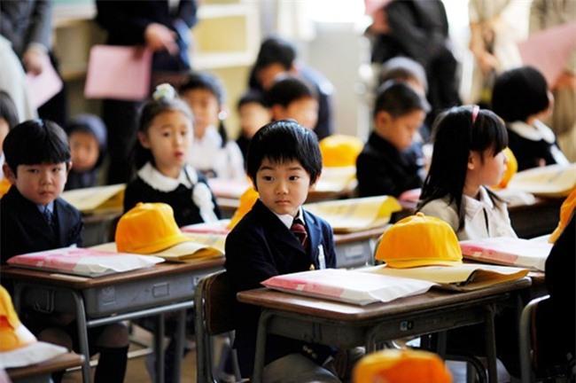 Tháng 4 và tháng 6 hàng năm, giáo viên tiểu học ở Nhật sẽ đến thăm nhà từng học sinh để làm một việc... - Ảnh 2.