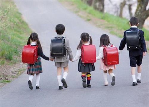 Tháng 4 và tháng 6 hàng năm, giáo viên tiểu học ở Nhật sẽ đến thăm nhà từng học sinh để làm một việc... - Ảnh 3.
