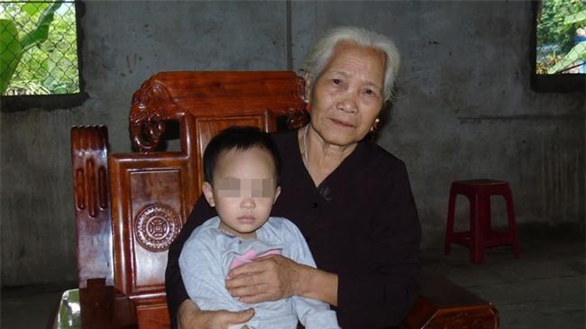 Gặp lại cô bé mới 6 tháng tuổi đã bị kẻ ác chém trọng thương bên thi thể người mẹ - Ảnh 4.