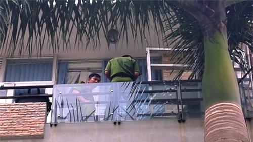 Người phụ nữ chết bí ẩn tại ban công căn nhà 5 lầu ở Sài Gòn - 2