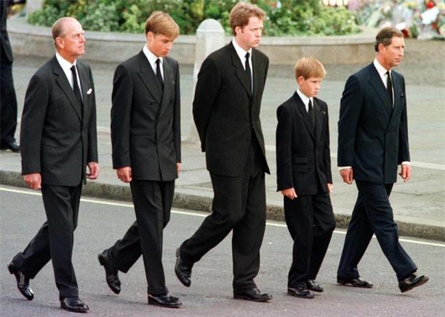 Hé lộ những sự thật động trời về đám tang Công nương Diana mà Hoàng gia Anh giấu kín 20 năm nay - Ảnh 5.