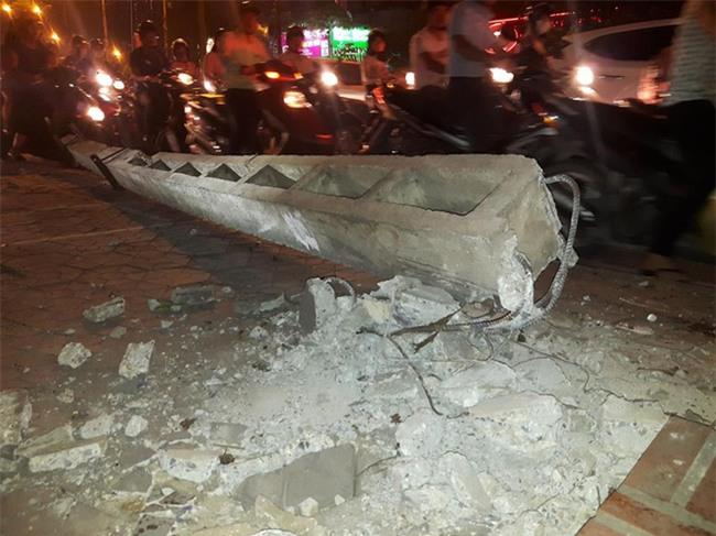 Hà Nội: Nữ tài xế lái ô tô tông đổ cột điện và lao vào xe máy khiến 2 người nhập viện - Ảnh 5.
